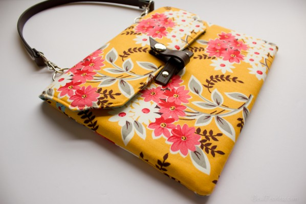 """Geek-Chic iPad Case / """"A Bag For All Reasons"""" Book Review / Giveaway!"""