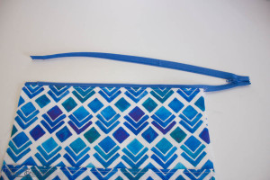 Scribble 'n' Tote Lap Desk- topstitch zipper- SewFearless.com