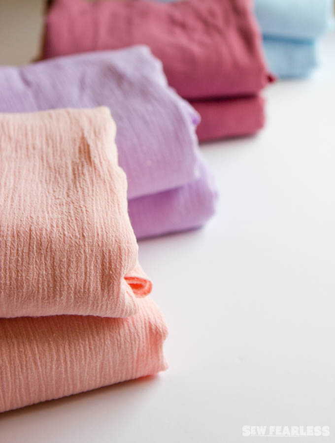 DIY Crinkle Gauze Swaddle Blankets - an easy and quick baby shower gift